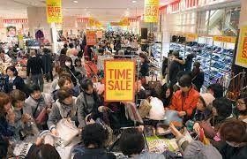 小倉駅前「コレット」最後の営業に列1000人 | 毎日新聞