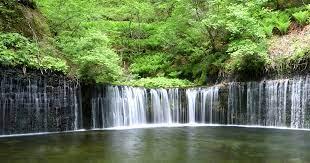 軽井沢随一の癒しスポット「白糸の滝」で、マイナスイオンを浴びまくる!│観光・旅行ガイド - ぐるたび